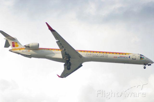 Canadair Regional Jet CRJ-900 (EC-LOX) - l'aeromobile crj900 l'ho fotografato all'aeroporto di bologna in atterraggio