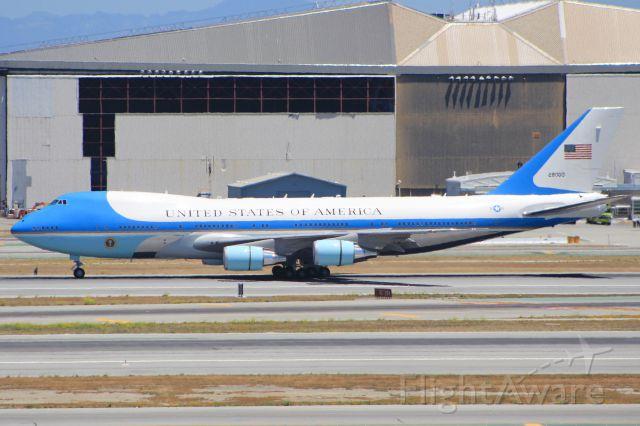 Boeing 747-200 (N28000)