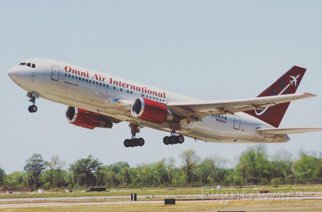 BOEING 767-200 (N225AX)
