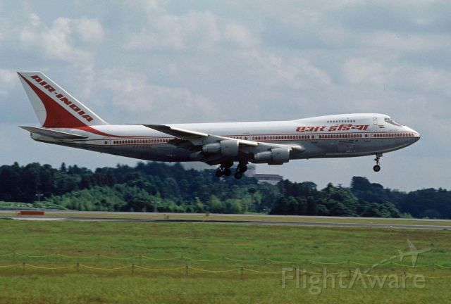 Boeing 747-200 (VT-EGC) - Short Final at Narita Intl Airport Rwy16R on 1996/08/17