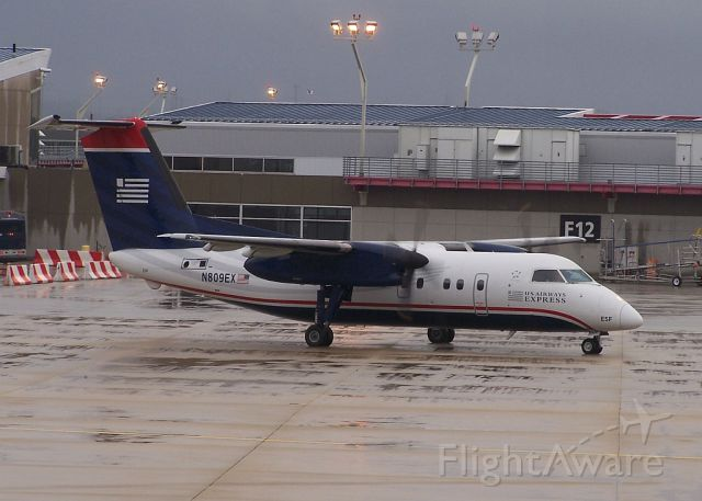 de Havilland Dash 8-100 (N809EX)