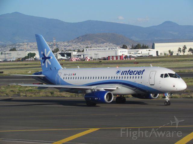 XA-JLG — - Uno de los nuevos SuperJet 100 de Interjet, rodando a la cabecera de la pista 5L del Aeropuerto Intl. de la Ciudad de México.
