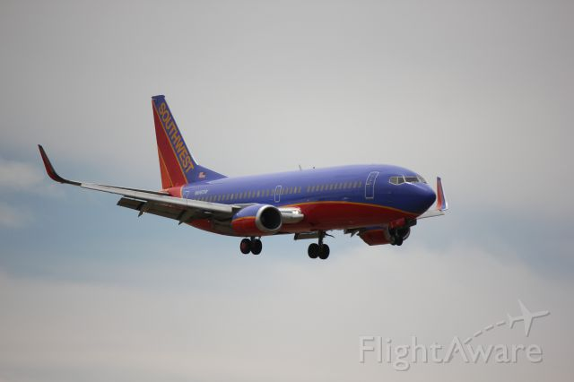 Boeing 737-700 (N616SW) - Landing 35L