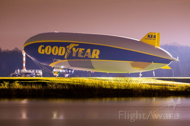 Unknown/Generic Airship (N2A) - N2A backlit by the hangar lights at 4OH6.