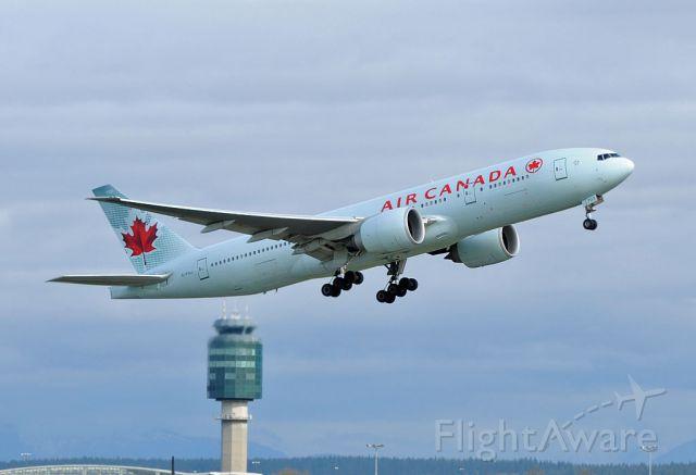 Boeing 777-200 (C-FIUJ)