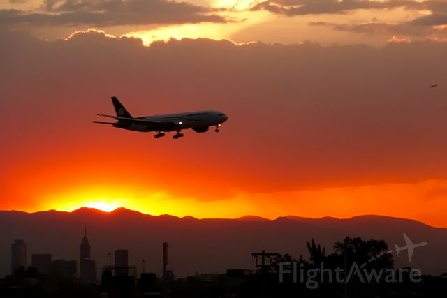 Boeing 777-200 (N776AM) - Sunshine in Mexico City and 777 Aeromexico