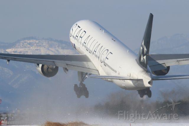 Boeing 777-200 (JA711A) - hakodate airport hokkaido japanbr /20.jan.2017