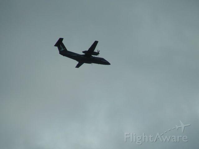 de Havilland Dash 8-100 (C-GAAN) - Passing 1000FT above.