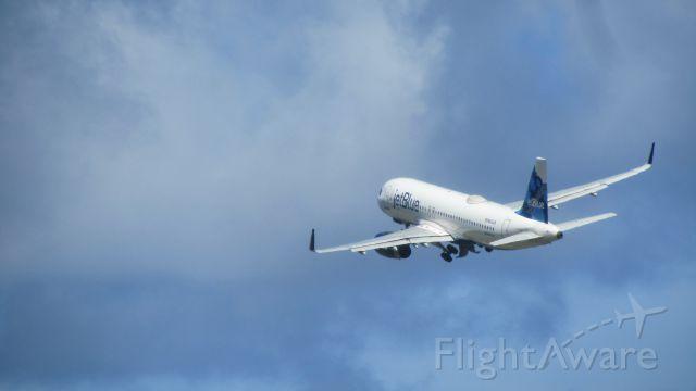 Airbus A320 (N834JB)