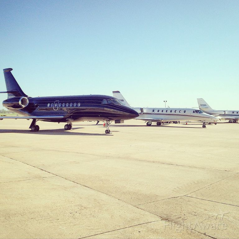 Dassault Falcon 2000 (N899BC) - Flew in on another jet and saw this beauty. Even talked to the captain. Who is a great guy!