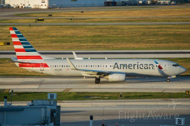 Boeing 737-800 (N967NN) - Taxiing to terminal B