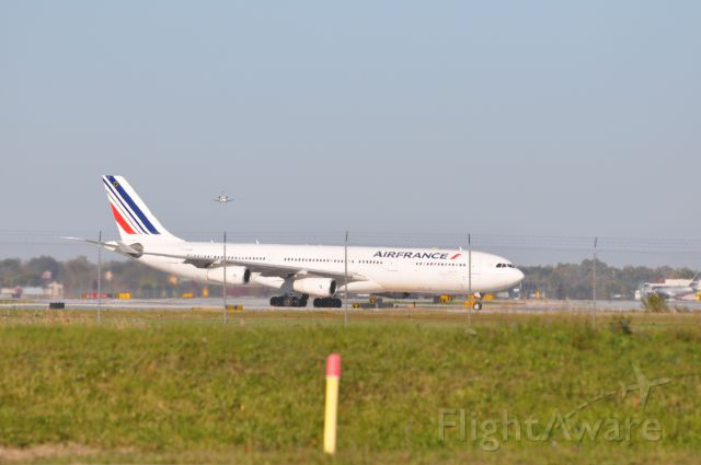 Airbus A340-300 (F-GZLM)
