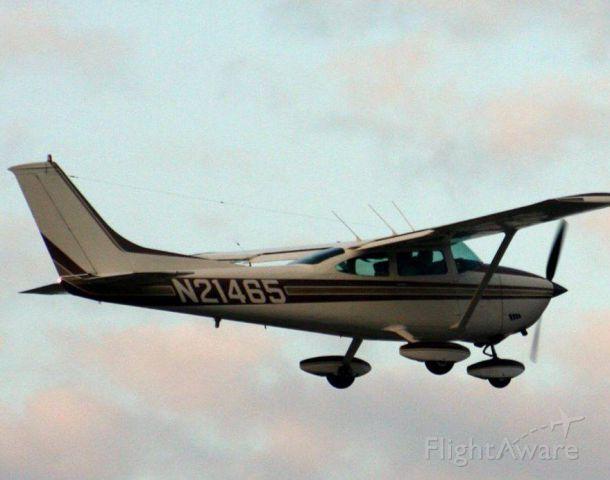 Cessna Skylane (N21465) - Departing for home