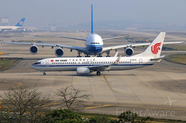 Boeing 737-800 (B-5572)