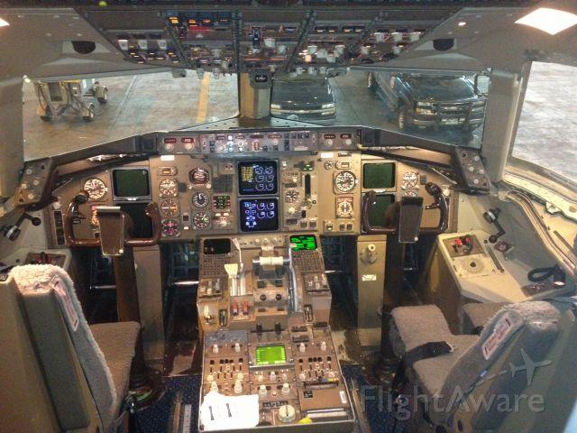 Boeing 757-200 (N519UA)