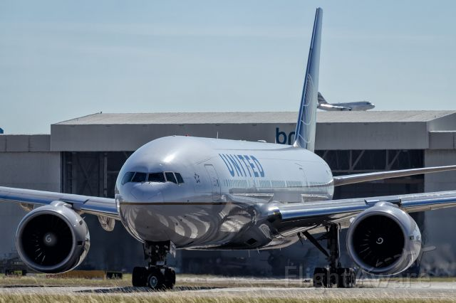 Boeing 777-200 (N798UA) - United B772, lining up on runway 027R. Canon 60D Body, Canon 70-200mm f4, Lens.