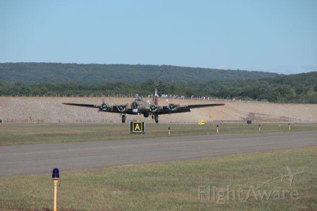 — — - B-17G lands at Windham Airport - KIJD - Sept 2005