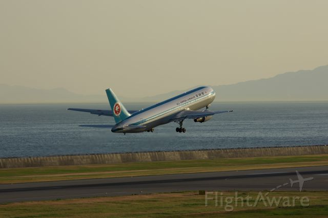 BOEING 767-300 (JA602A)