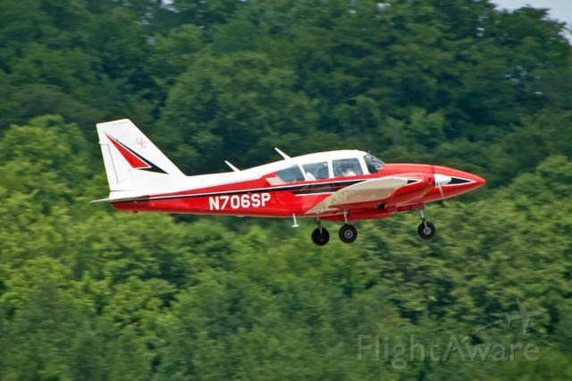 Piper Apache (N706SP)