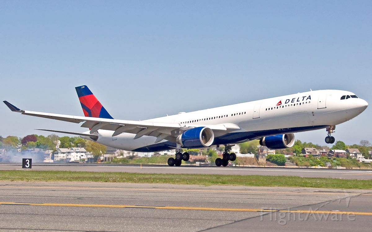 Airbus A330-300 (N810NW) - RWY 22L landing and roll out