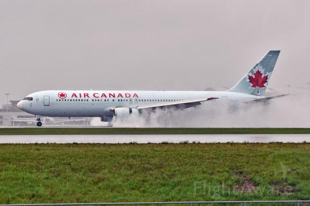BOEING 767-300 (C-FCAF)