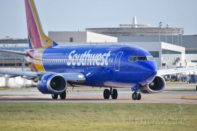 BOEING 737-300 (N643SW) - 12/24/2016: A Southwest Airlines Boeing 737-3H4 taxiing for departure at KHOU.