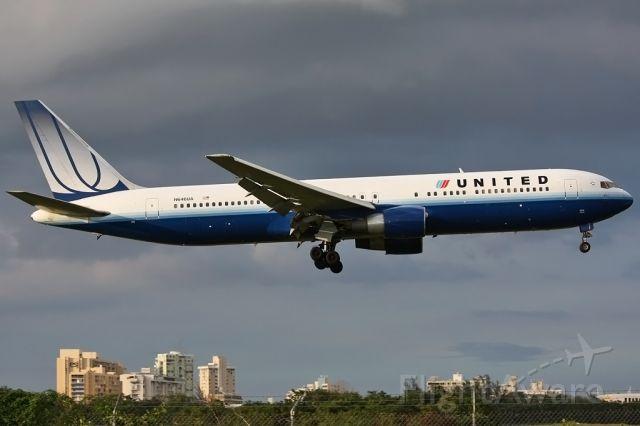 BOEING 767-300 (N646UA)