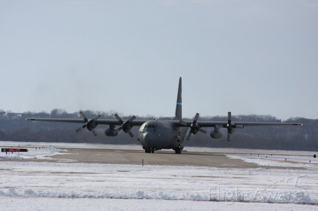 Lockheed C-130 Hercules (JETRACN) - USAF C-130H FROM THE 166TH AIRLIFT WING DELEWARE ANG  AT ROSECRANS MEMORIAL AIRPORT ST JOE MO JUST LANDED AND WAS TURING TOO GO ON THE  TAXI WAY