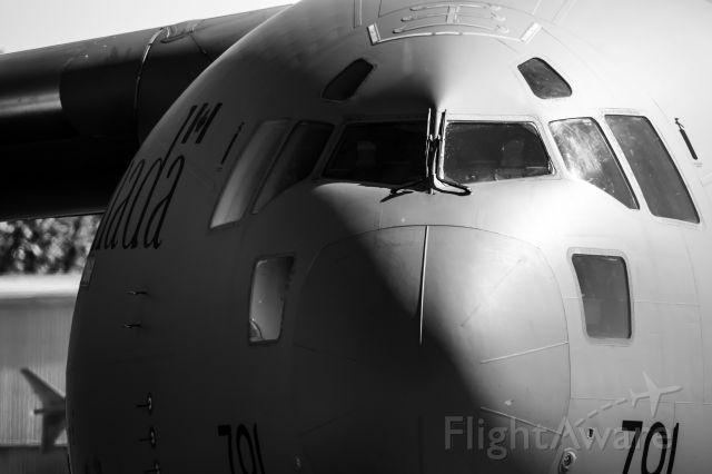 Boeing Globemaster III (17-7701) - C-17 @ CFB Trenton