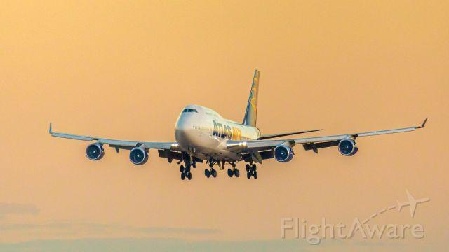 Boeing 747-400 (N464MC)