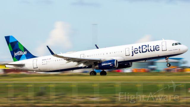 Airbus A321 (N956JT) - pan shot departure.
