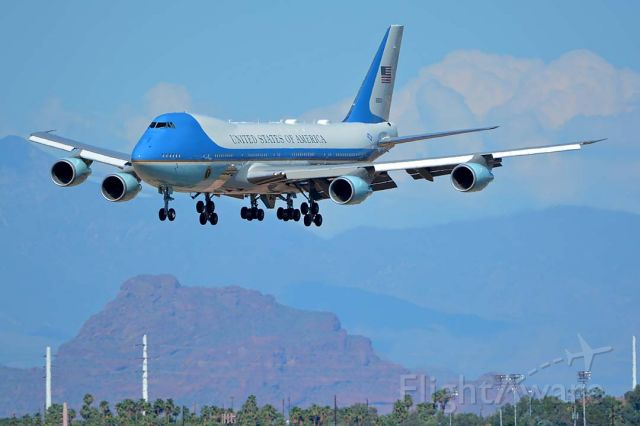 """Boeing 747-200 (92-9000) - Boeing VC-25A 92-9000 """"Air Force One"""" landed at Phoenix Sky Harbor just before 4:00 o"""
