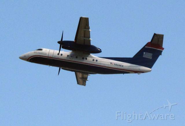 de Havilland Dash 8-200 (N809EX) - Departure RW26.