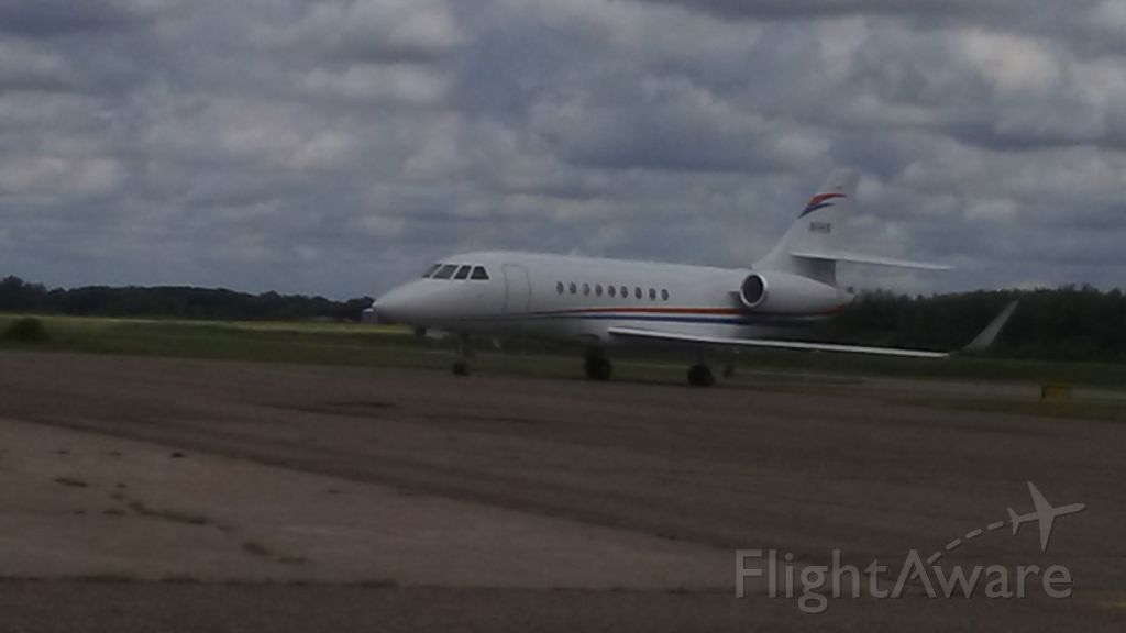 Dassault Falcon 2000 (N1HS) - N1HS COMING TO ITS HANGER.