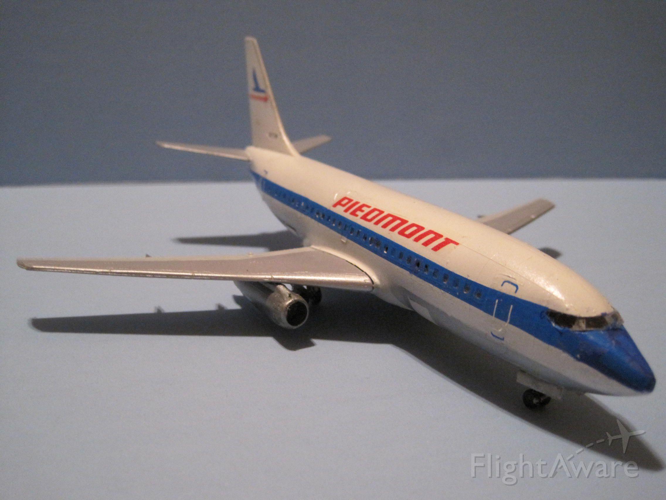 — — - Piedmont 737-200