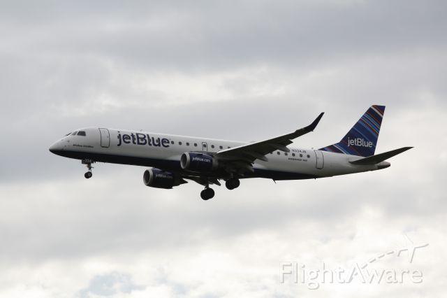 Embraer ERJ-190 (N334JB)