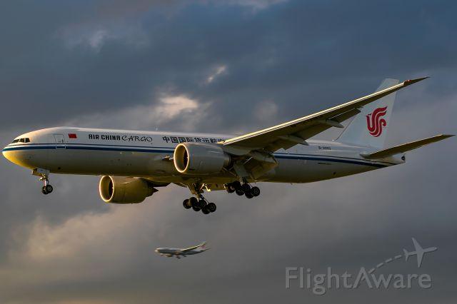 Boeing 777-200 (B-2093)