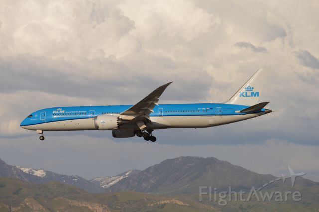 Boeing 787-9 Dreamliner (PH-BHI) - KLM609 on short final for 34L from EHAM/AMS. The airline started seasonal flights into KSLC/SLC last year with Airbus A330s; as of this year upon resumption of these seasonal flights, they