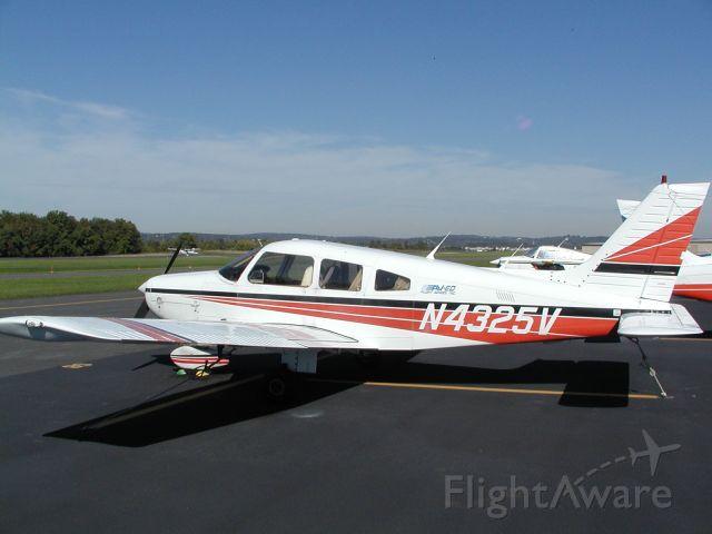 Piper Cherokee (N4325V)
