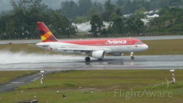 Airbus A320 (N664AV)