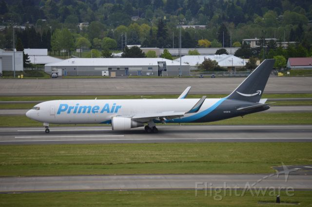 BOEING 767-300 (N1361A) - GTI3736 arriving on 10R from Cincinnati (KCVG/CVG).