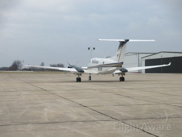 Beechcraft Super King Air 200 (N53AR) - N53AR parked at Joplin Regional Airport on 21 DEC 2014.