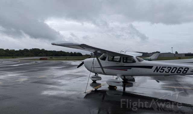 Cessna Skyhawk (N53068) - After a rain shower