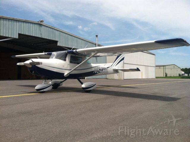 Cessna 152 (N6486L) - Fresh out of the paint shop! Three in the Green, KSEG.