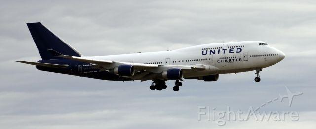 Boeing 747-400 (N194UA) - KLCK N194UA 747-422 United Charter 12-27-2014
