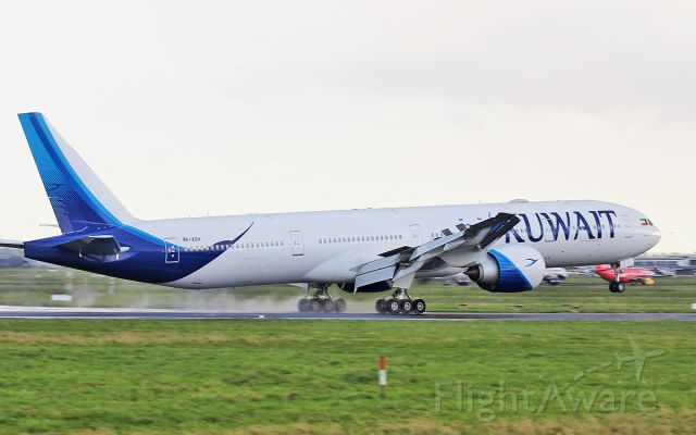 Boeing 777-200 (9K-AOH) - kuwait b777-369er 9k-aoh landing at shannon 7/11/17.