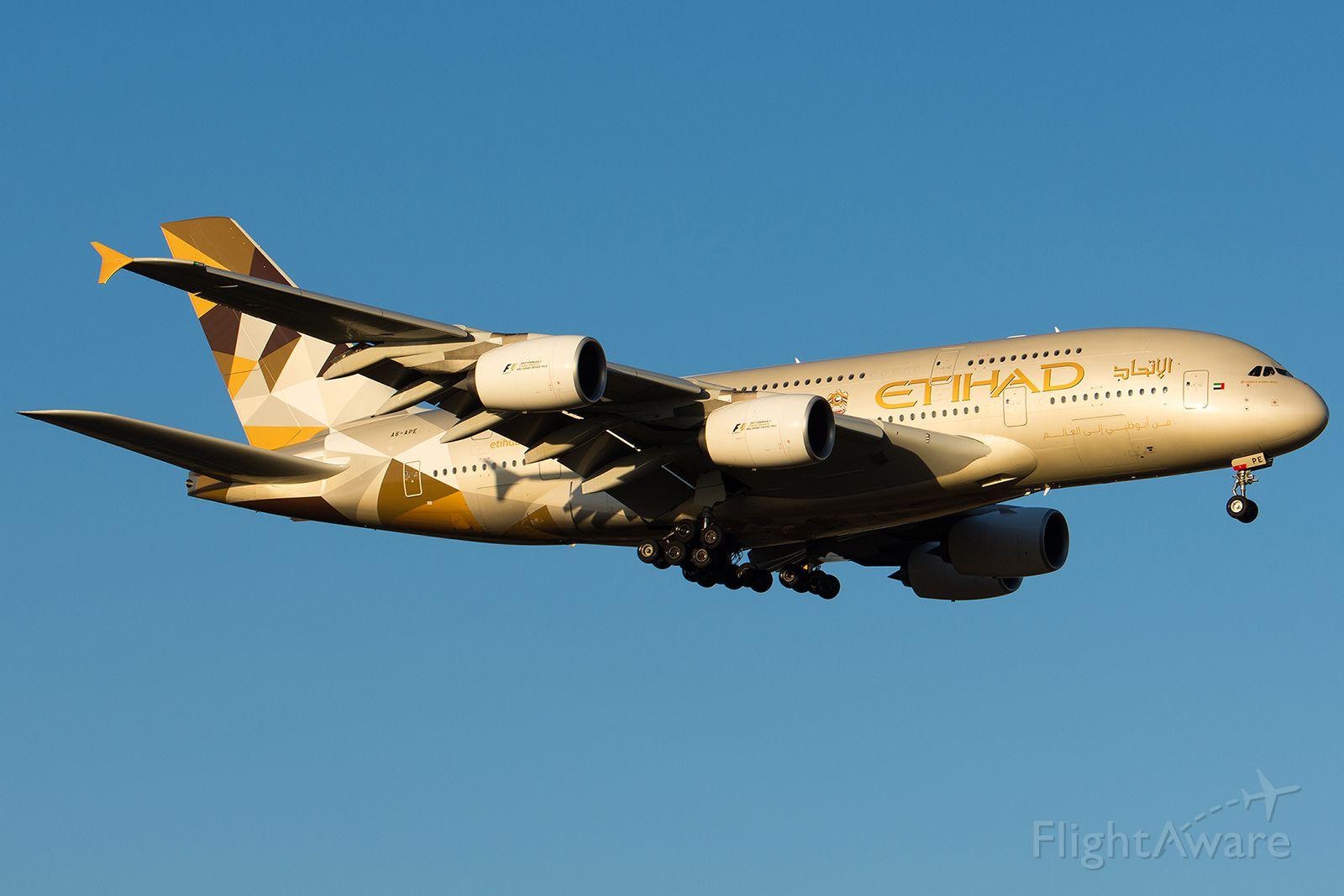Airbus A380-800 (A6-APE)