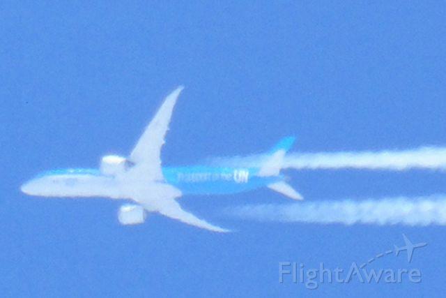 — — - Photo prise aujourd'hui:27/03/2019 de ma verrière avec mon Sony DSC h400 je l'ai zoomer pour vous montrer les lettres et couleurs de cette belle avion qui vole à au moins:10,000 mètre altitude<br />Qu'elle est ce type d'avion Merci à l'avance   Voici le lien que j'ai trouvé concernant cette avion<br /><br />https://www.youtube.com/watch?v=q4L0d_OM3BE