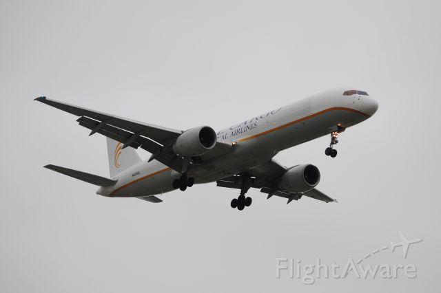 Boeing 757-200 (N620DL) - So hard to shoot in light!  I GOT IT!!