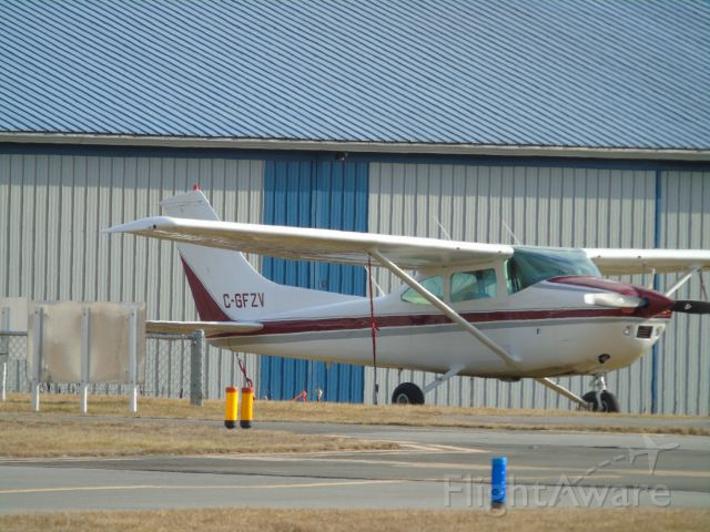 Cessna Skylane (C-GFZV) - I got this from across two taxiways, and 1 runway... just BTW